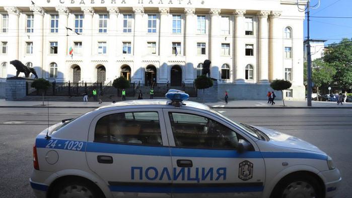 Сигнал за бомба затвори Съдебната палата в столицата