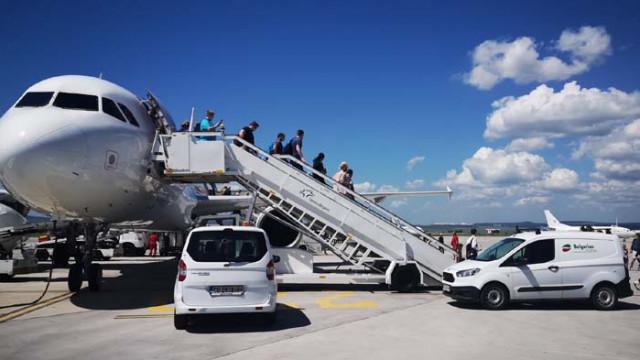 Първите чартърни туристи на летище Варна за сезон 2020 пристигнаха днес (СНИМКИ)
