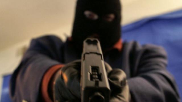 """Трима маскирани извършиха въоръжен грабеж в супермаркет на бул. """"Чаталджа"""" във Варна"""