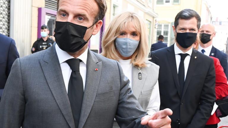 Френският президент ЕманюелМакрон не се притеснява от инцидента с шамараднес.