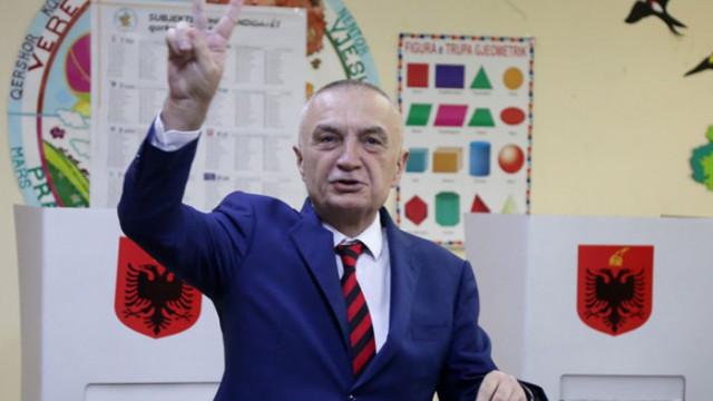 Албанският парламент гласува за освобождаване на президента Илир Мета, КС трябва да реши