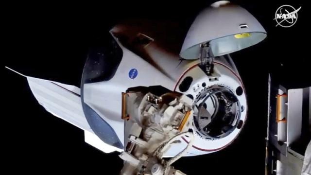 Роскосмос изброи недостатъците на космическия кораб Crew Dragon на SpaceX