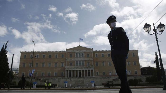 Отпадат още мерки в Гърция – намаляват вечерния час