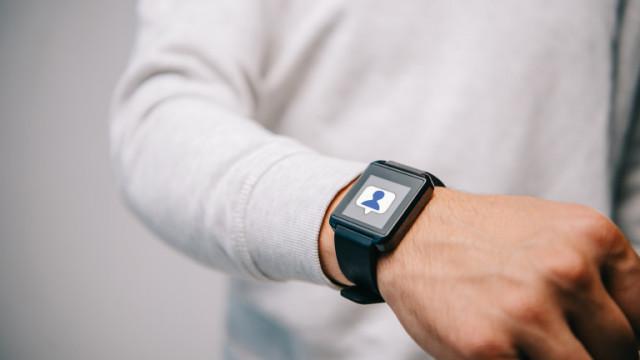Facebook пуска свой смартчасовник