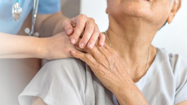 FDA на САЩ се сблъсква с нарастваща критика заради одобрението на лекарство против Алцхаймер