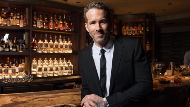 Райън Рейнолдс и как приготвя любимия му коктейл с джин