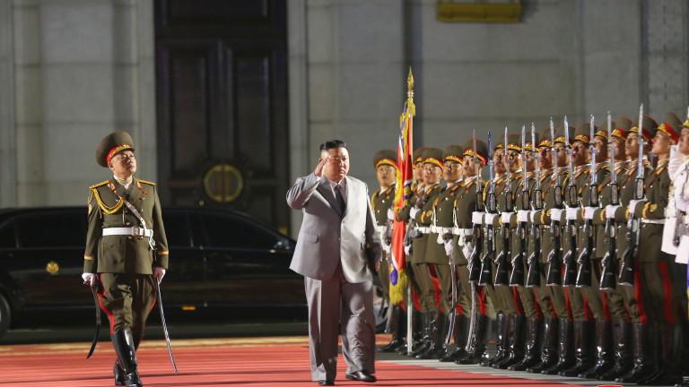 Севернокорейският лидерКим Чен Ун е призовал за засилване на военната