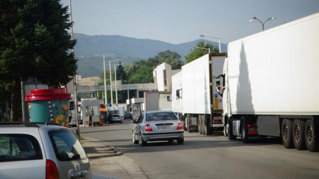 """Колони от автомобили са се образували на ГКПП """"Кулата"""""""