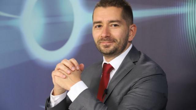 Слави Василев се оплака от голи мъжки снимки в Месинджър