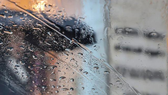 Краткотрайни валежи и гръмотевични бури в неделя
