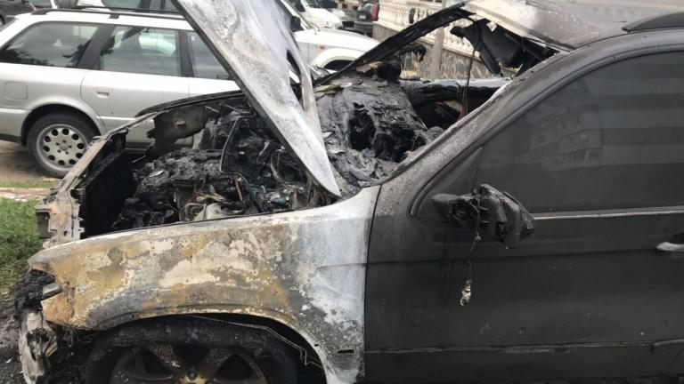 Неизвестни запалиха автомобила на учител в Разлог,съобщава Нова телевизия. Палежът