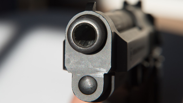 22-годишен мъж заплаши жена с убийство и стреля към нея