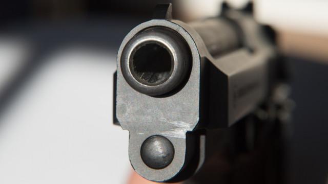 """22-годишен стреля осем пъти по жена в """"Студентски град"""""""