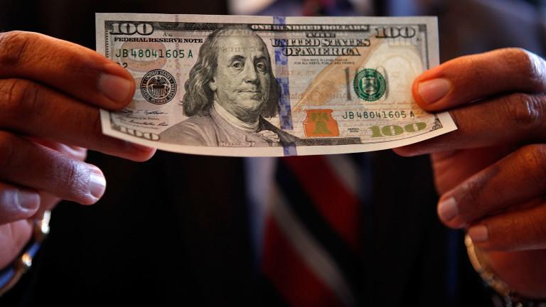 Американският долар поскъпва спрямо основните валути в понеделник.