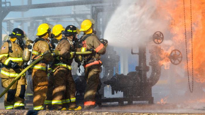 Експлозия в химически завод в северен Илинойспредизвика огромен пожар и