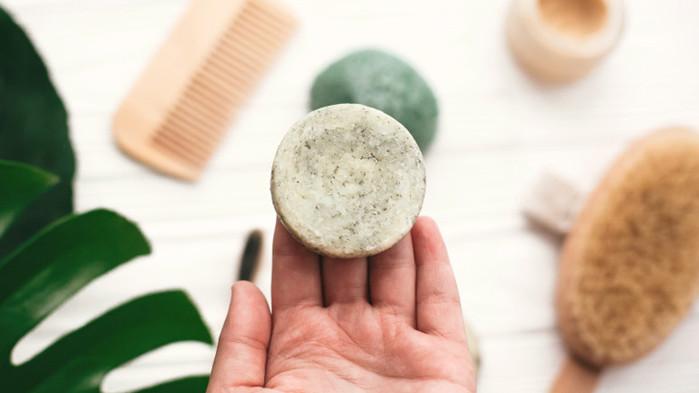 Натуралните дезодоранти, антиперспирантите и кои от тях наистина помагат срещу потенето