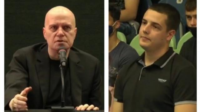 Неудобни въпроси към Слави и уклончиви отговори на срещата му с пловдивските студенти