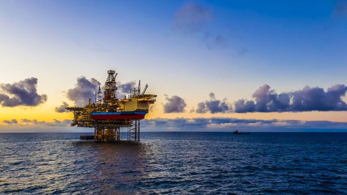 Причините, поради които анализаторите предвиждат петролът да се върне на