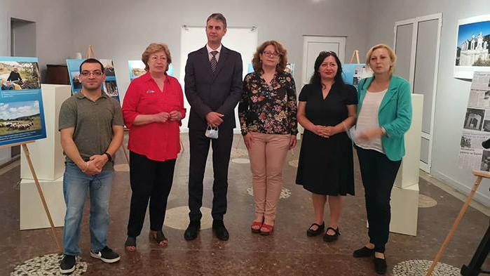 """Изложба по изследователски проект """"Локални бедствия и качество на живот"""