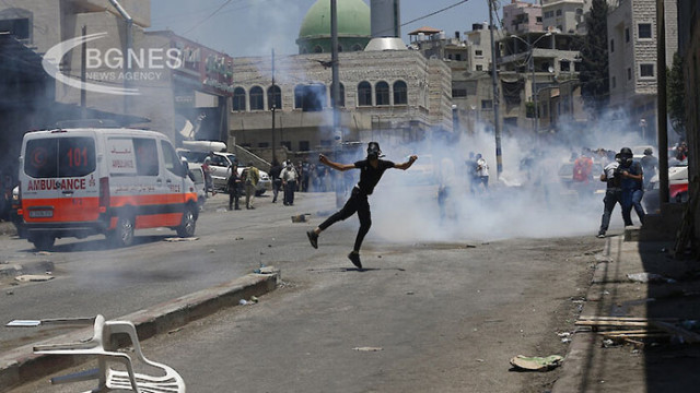 398 палестинци пострадали при сблъсъци с израелските сили за сигурност