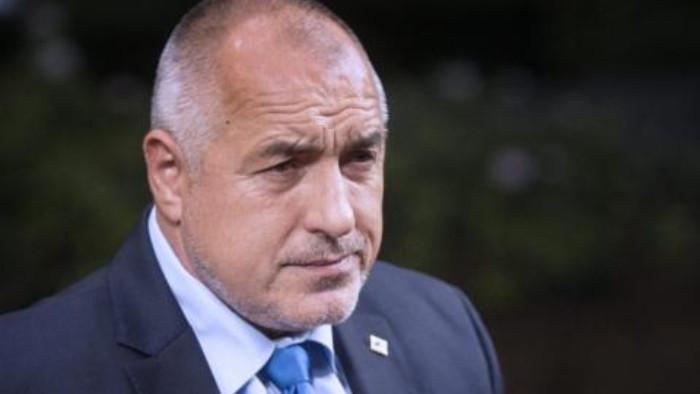 Лидерът на ГЕРБ Бойко Борисов пита шефът на НАП Румен