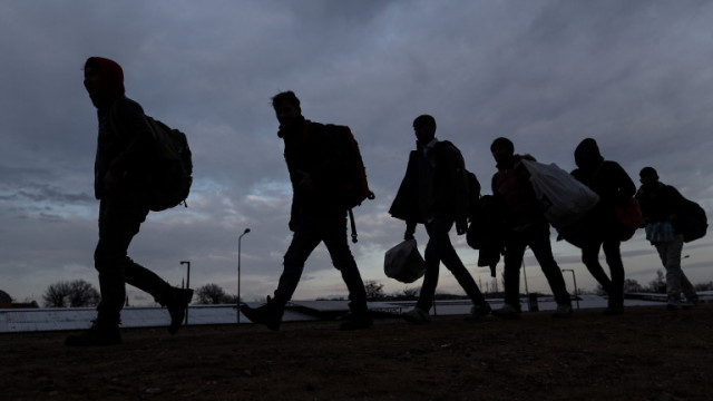 Хванаха 23-ма нелегални афганистанци край Белозем