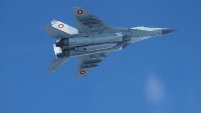 """Продължават действията по локализиране на """"черната кутия"""" на падналия изтребител Миг-29"""