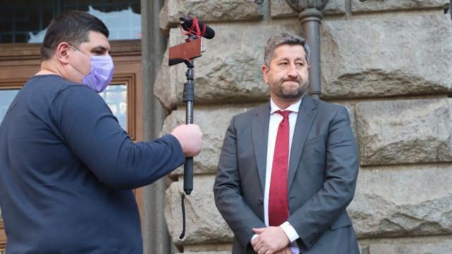 Ивайло Мирчев с критика към външния и енергийния министър на Радев: Пионки са на някой друг