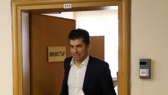 Кирил Петков продал дружество с близо 2 млн. печалба и имоти край София за 4500 лв. на ръка