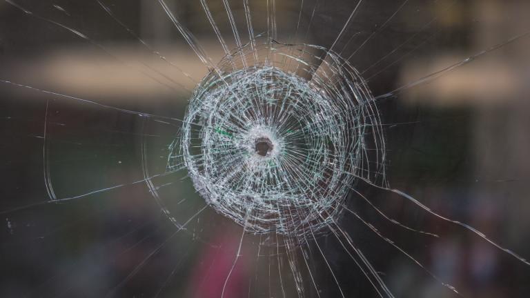 Куршум рикошира в стая с бебе при стрелба по къща в Русе