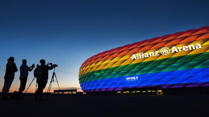 УЕФА добави дъгата към логото си, като защити решението си