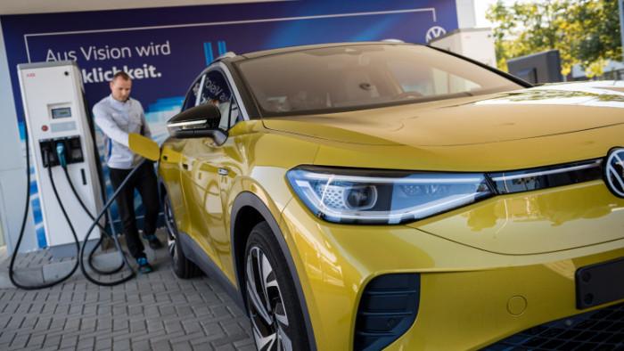 Продажбите на електромобили ще надхвърлят тези на конвенционалните автомобили с