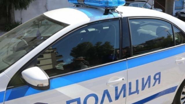 Арестуваха агресивен шофьор, блъскал майка с деца