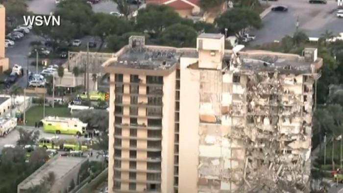 12-етажна жилищна сграда се срути във Флорида, има загинал и ранени (Видео)