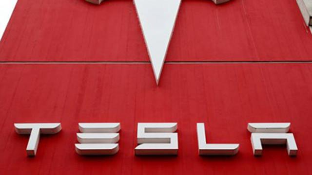 Поради опасност от катастрофи, Тесла обновява софтуера на 285 000 автомобила