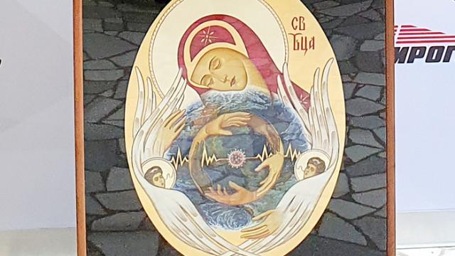 """Български иконописец дари на икона на """"Пирогов"""""""
