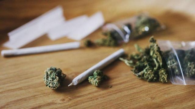2 години и 4 месеца затвор за мъж, обвинен в държане с цел разпространение марихуана и метамфетамин