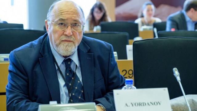 Евродепутатът Александър Йорданов обяви: Вебер сезира ЕК за скандалите на служебното правителство