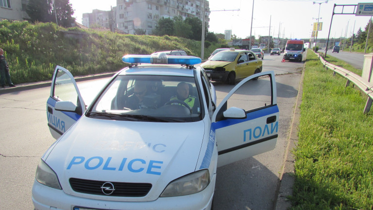 Таксиметров шофьор си спретна гонка с патрулка в София