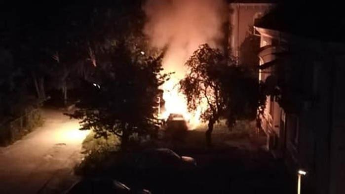 Кола горя тази нощ в Аспарухово