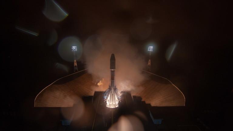 """Руска ракета """"Союз"""" изведе в орбита 36 британски телекомуникационни и интернет сателита"""