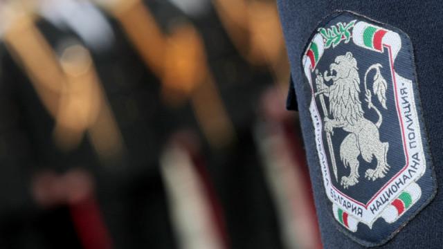 Заловиха двама полицаи по време на акцията за купуване на гласове в Бургас