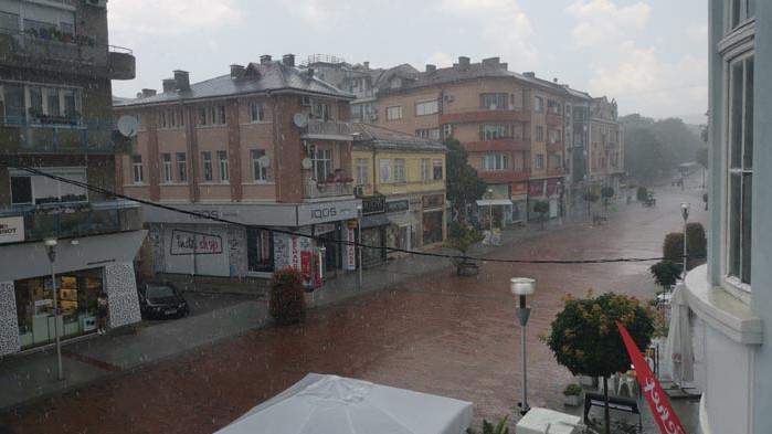 Лятна буря се изви над Варна (ВИДЕО)
