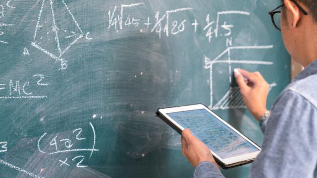 Учителите да получават добавки от Фонда и при ранно пенсиониране, искат от бранша