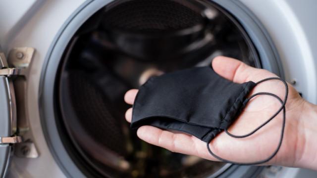 Маските и колко често трябва да перем тези за многократна употреба