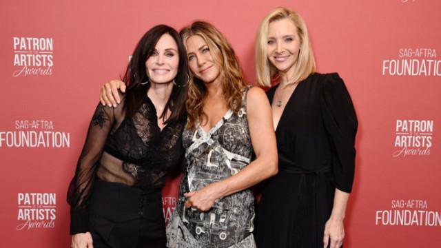 """Дженифър Анистън, Лиса Кудроу, Кортни Кокс и празникът, който събра актрисите от """"Приятели"""""""