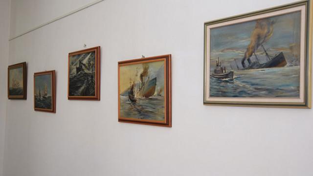 Картини от личната колекция на контраадмирал Иван Вариклечков са на изложба във Военноморския музей