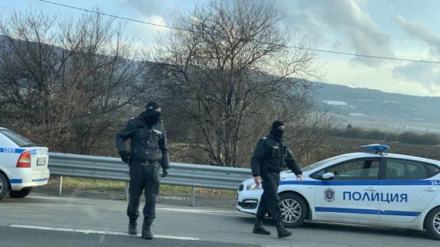 """Трима арестувани при спецакция в кв. """"Победа"""""""