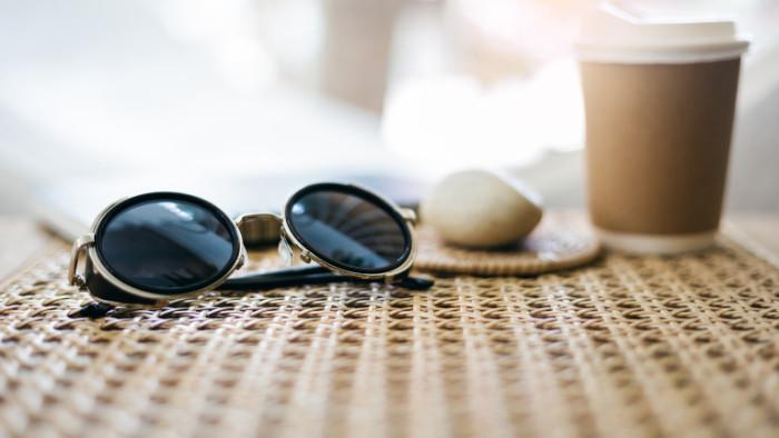 Слънчевите очила, катаракта, фотокератит и защо и кога да не носим този аксесоар