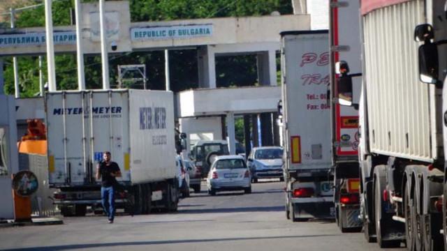 """""""Гранична полиция"""": Пътуващите към Гърция да носят хартиено копие на QR-кода"""